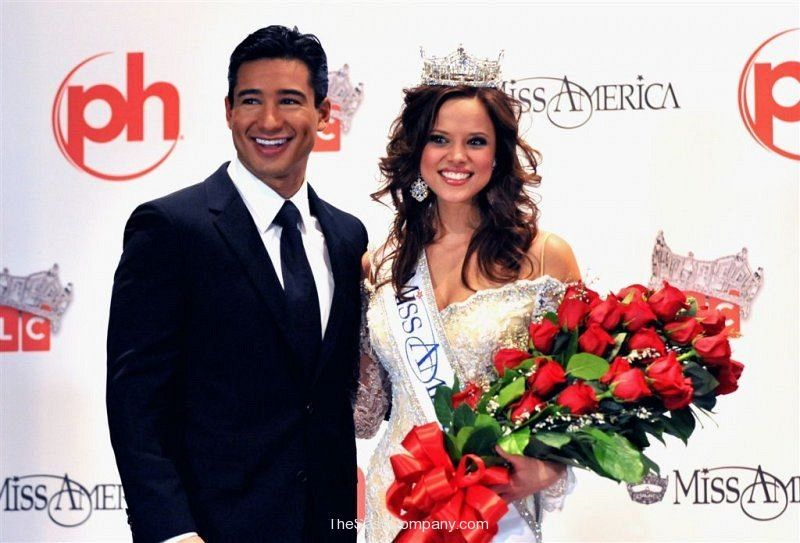Miss America 2009 Katie Stam With Host Mario Lopez