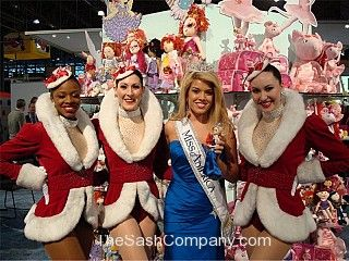 Miss_America/22-Miss-America-with-the-90th-Anniversary-Madam-Alexander-doll-and-the-Rockettes.jpg