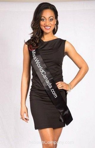 Pageant/30-Mis-World-Canada-2013-in-their-Bulk-Event-Sash.jpg